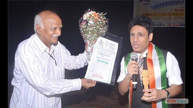 Gautam Garry Gupta receiving the token of Service Excellence Retd.Sr B.A.R.C Mr. R.K.Gupta